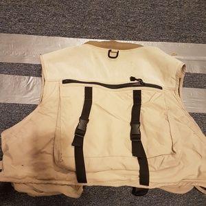 Cabelas like new fishing vest